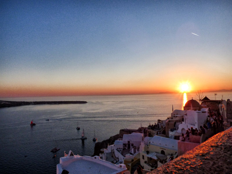 santorini oia sunset sailing greece